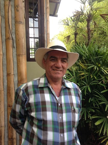 Jorge Lema, The organic agronomist who will give permaculture workshops at La Luisa