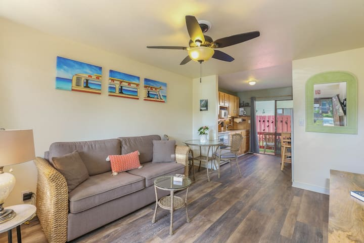 Village Manor F11, In the Heart of Kapaa Town, Walk to Shops and Beaches