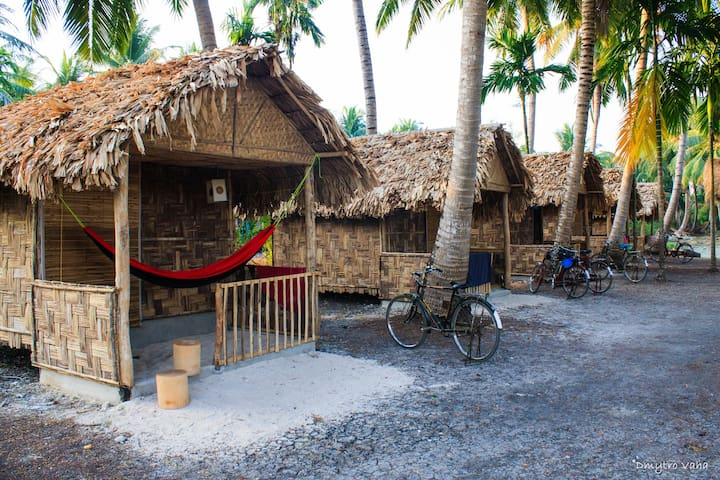 Eco Huts in Elephant Resort, Neil island, beach №3