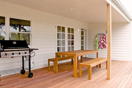 Sorrento Beach Cottage 1 - Perfect Location - Sorrento