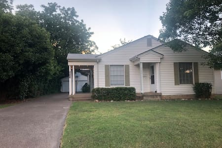 Cozy and clean duplex, walking distance to TCU!