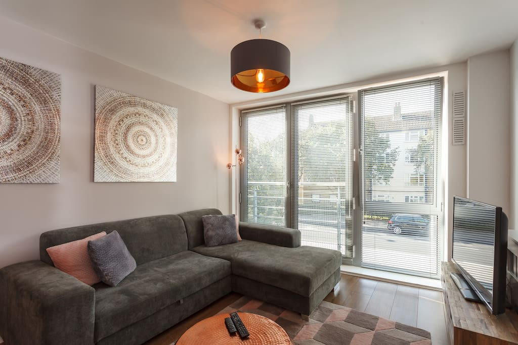 Bright and airy south facing flat