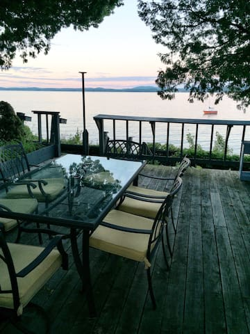 Private Lakefront Cottage - Colchester - Haus