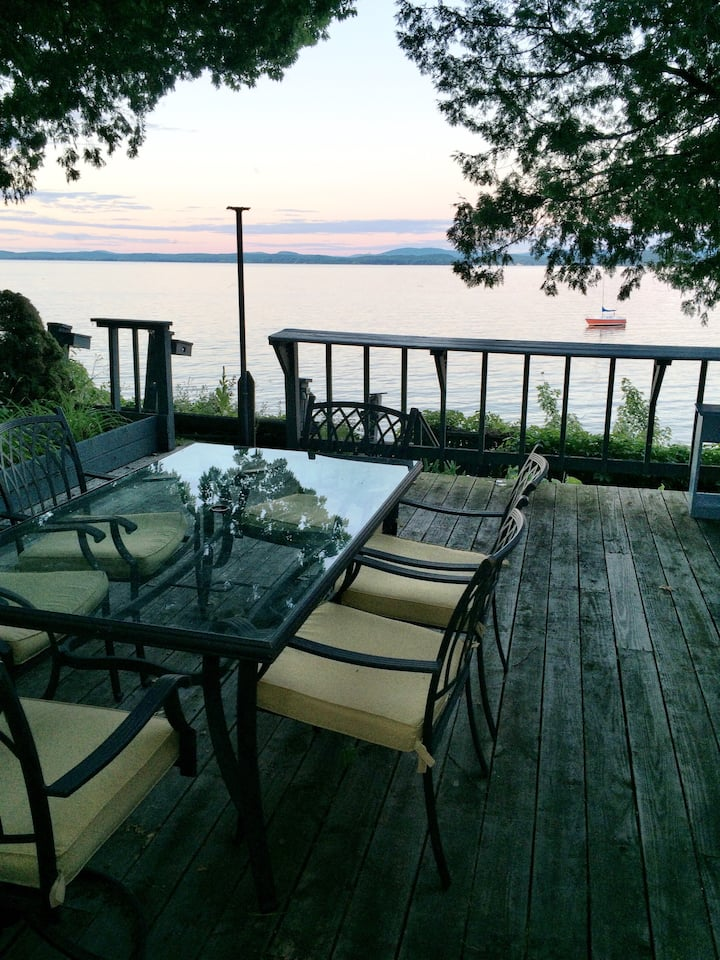 Lakefront cottage with million dollar views!