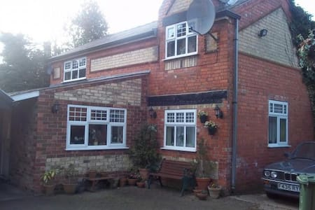 Self contained furnished 1 bedroom - Lincoln