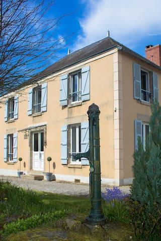 Maison de style - Saint-Sulpice-les-Feuilles - Huis