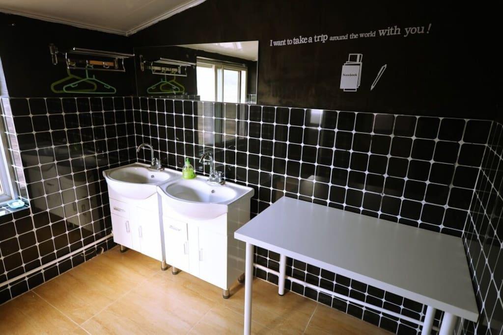 四室一厅套房 的卫生间