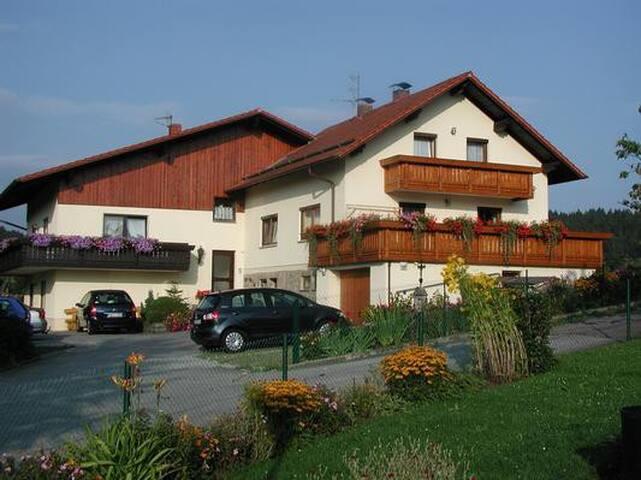 Ferienwohnung 2 (Fam. Rank) in Blaibach