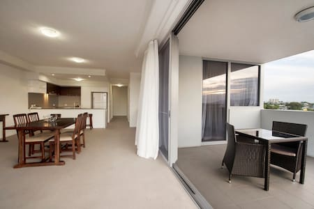 2bd Apartments in Gladstone CBD  (No cleaning fee)