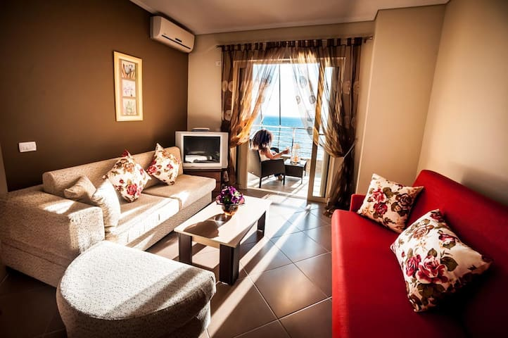 Sunny apartment with private beach - Sarandë - Apartemen