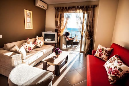 Sunny apartment with beautiful beach at the front