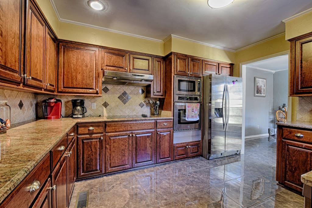 Remodeled Kitchen! New SS appliances, marble floors, backsplash and granite!
