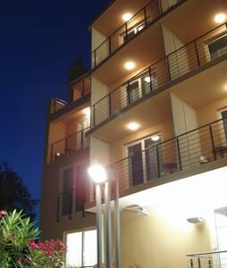 Hotel Tamaris B&B with Sea view - Novi Vinodolski - Bed & Breakfast