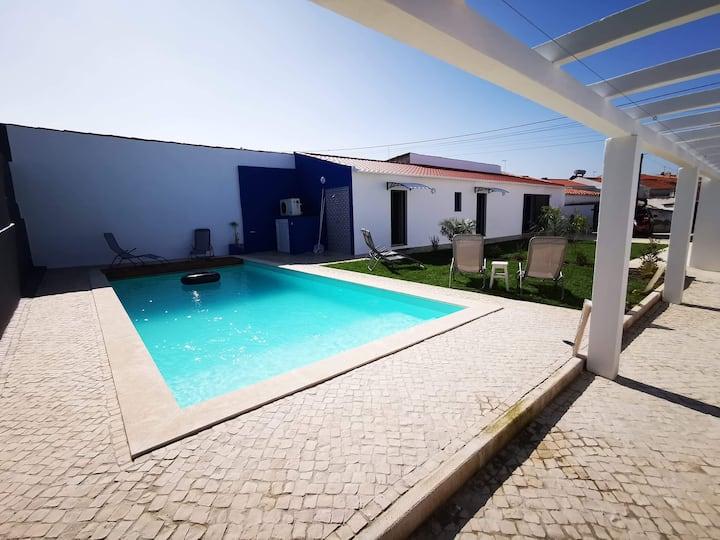 Une grande villa familiale moderne et confortable