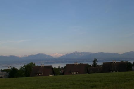 Face to the lake and the mountains - Morges - 一軒家