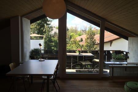 2 geräumige Zimmer im sonnigen Haus - Seefeld