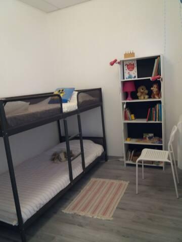 chambre enfants avec placards