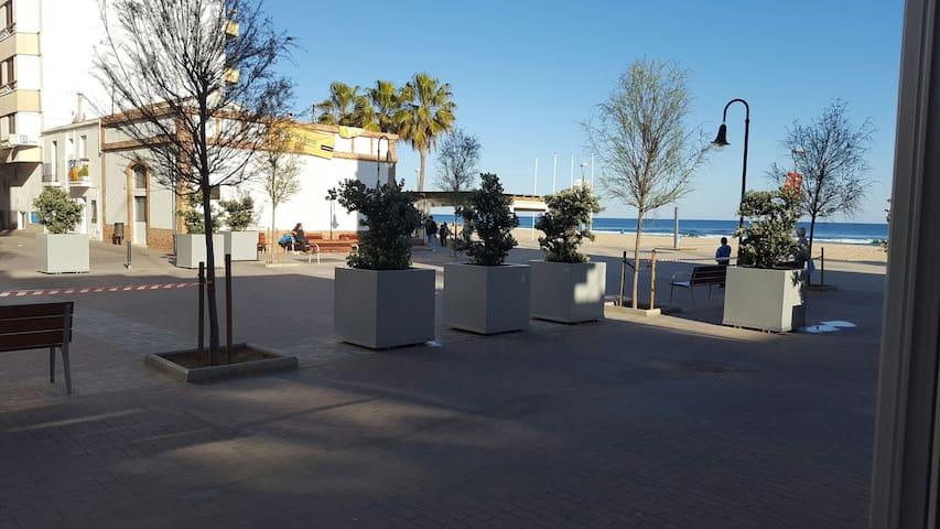 Casa a primera linea de mar - Torredembarra - House
