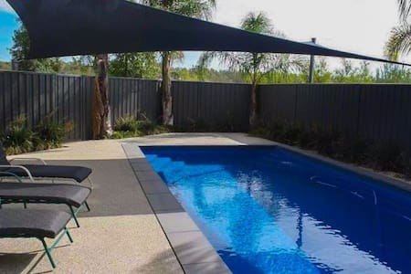 AGRESTIC HUGE LUXURY HOME YARRAWONGA - Sleeps 20+