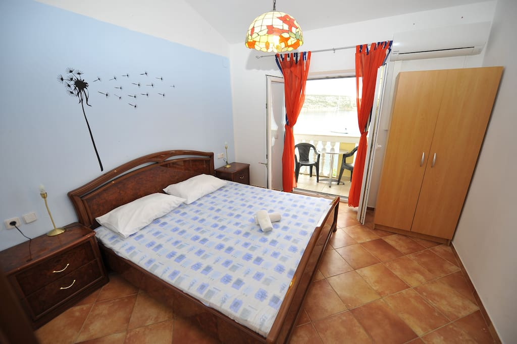 first bedroom with doublebed and sea view