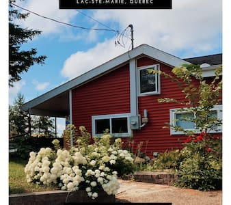 Cozy WATERFRONT Cottage with SPA - MONT-STE-MARIE