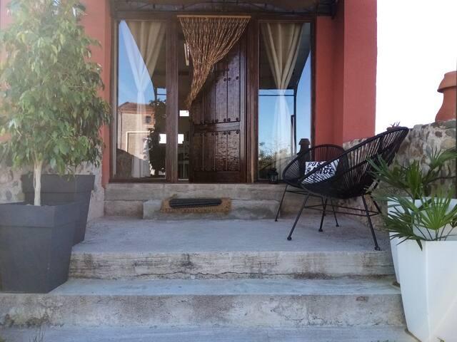 Chambre confortable SDB privée dans maison habitée