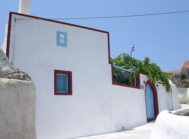 Three-Bedroom Restored Canava House - Mesaria - House
