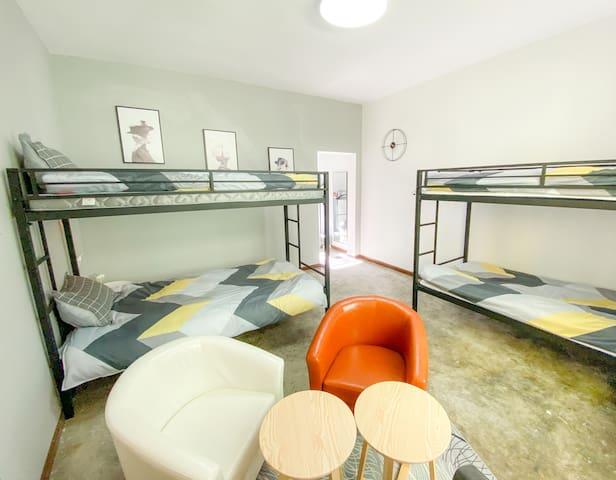 马尔康‧唐卡民宿304四人床位房-暖空调24H热水|色达必经|藏餐提供|免费藏服体验