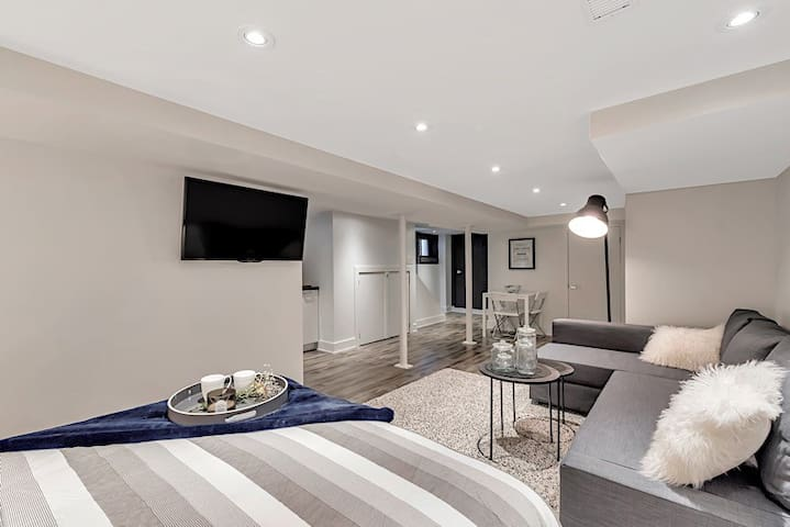 Luxury on Lauder - St. Clair West Village