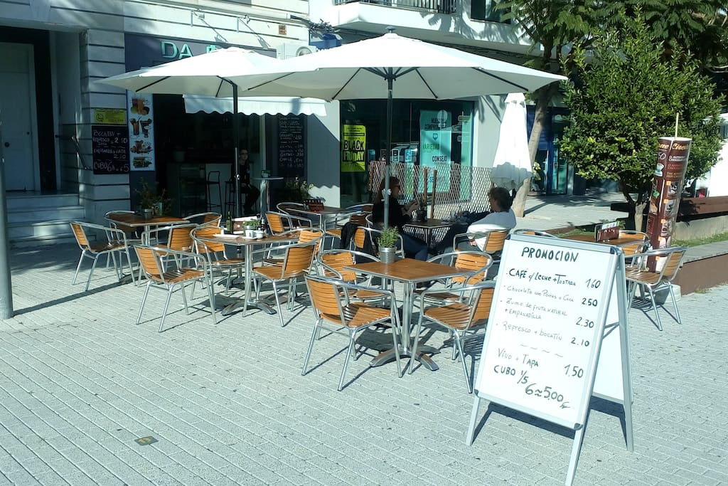 Many wonderful cafes like this. Coffee with delicious tomatoes on toast for 1.60 euro!