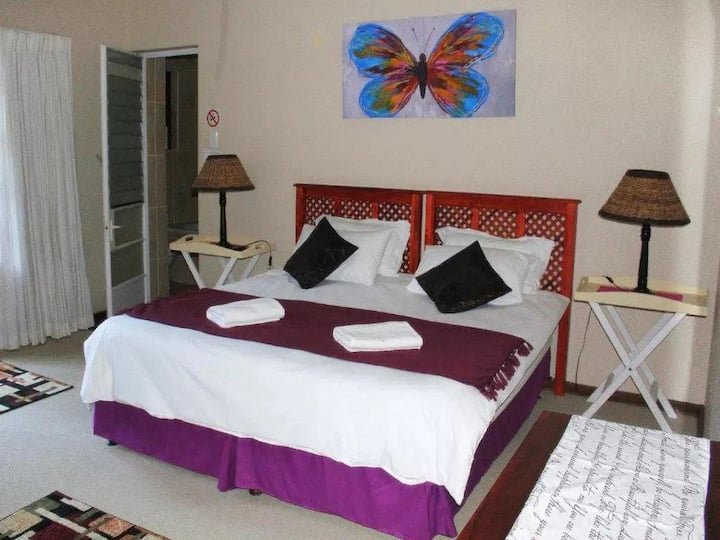 African Aquila Guest Lodge - Unit 4 Four sleeper
