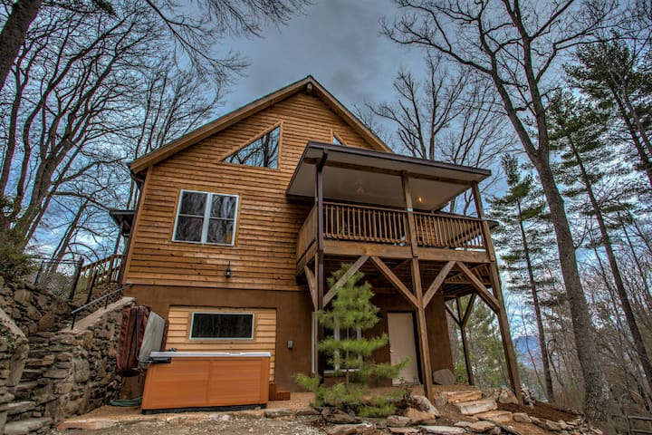 Asheville Cabin; Right on the doorstep of Downtown Asheville; HOT TUB - Asheville - Cabaña