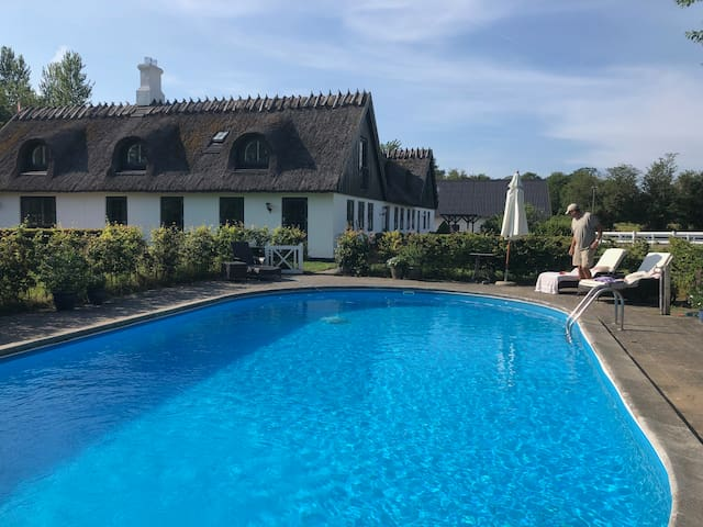 100 m2 cozy country estate - access to heated pool
