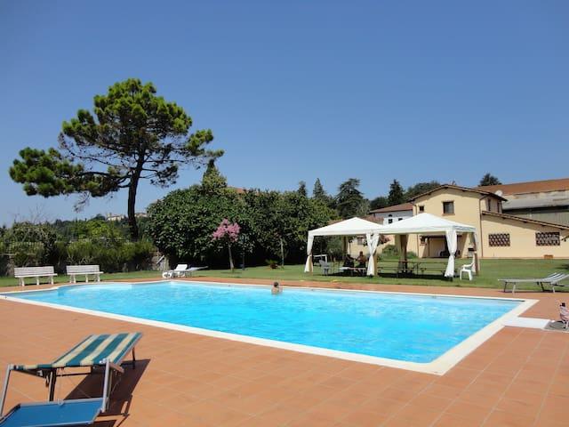 Appartamento con giardino privato - Laterina - Apartment