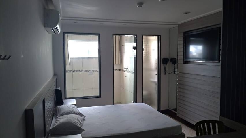 QUARTO COM SERVIÇOS DE HOTEL PARA 2 PESSOAS COM PADRÃO DE QUALIDADE MOSTEL A 16 MIN DO AEROPORTO GRU