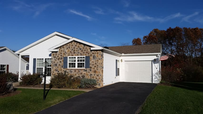 Family House Near the Airport - Bellefonte - Hus