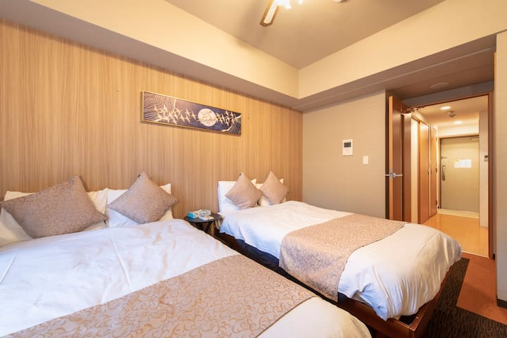 5 min to Sta. Near Namba Dotonbori ! Privacy room1