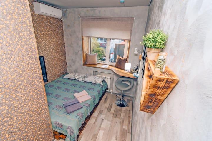 Уютный номер в стиле LOFT в центре у моря!