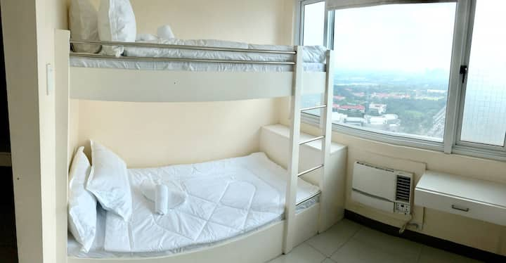 Clean and cozy condo overlooking Katipunan