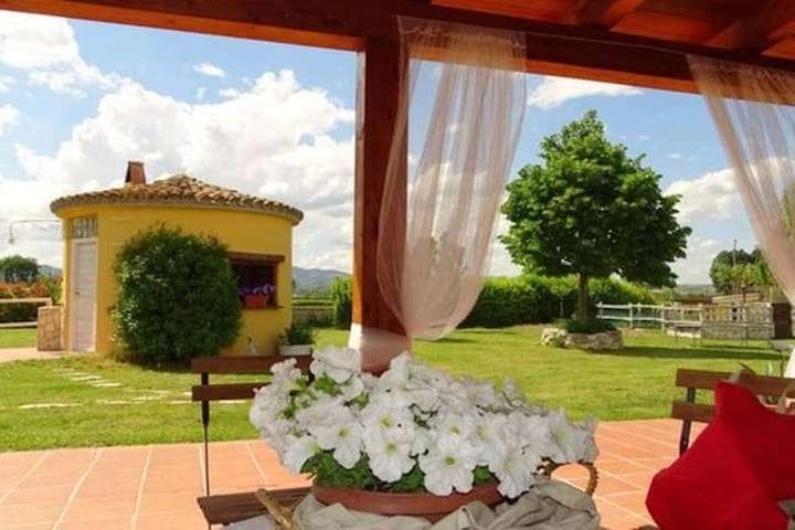 B&B La Vecchia Stalla: Camera Lavanda - Narni - Bed & Breakfast