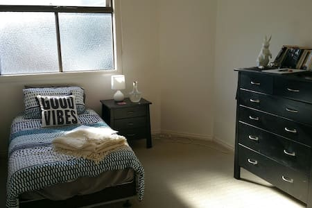 2 private rooms in outer suburbs - South Morang - Ház