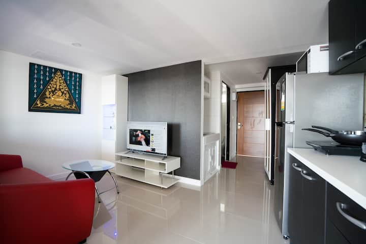 Large Modern Condo with BIG Covid Discount Prices