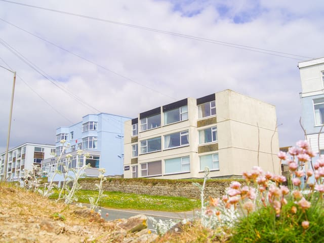 SPINDRIFT APARTMENT 3, family friendly in Porth, Ref 954696