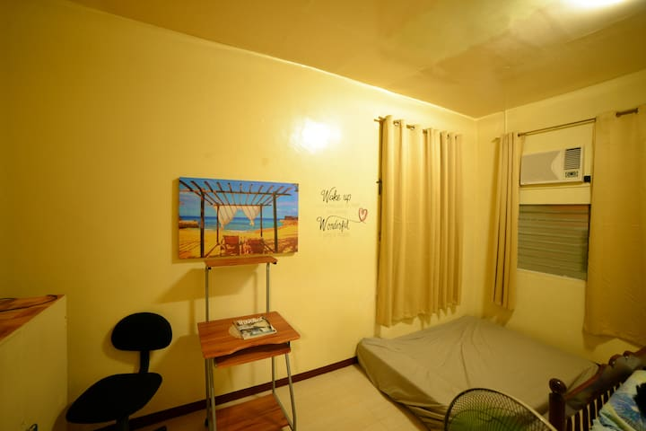 Room 2 with additional Queen bed configuration