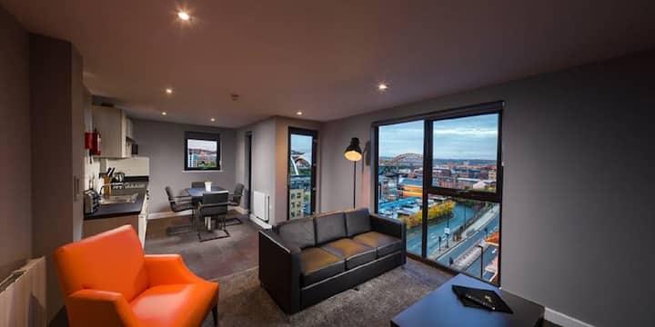 Stunning & Modern 3 Bedroom Apt - Quayside