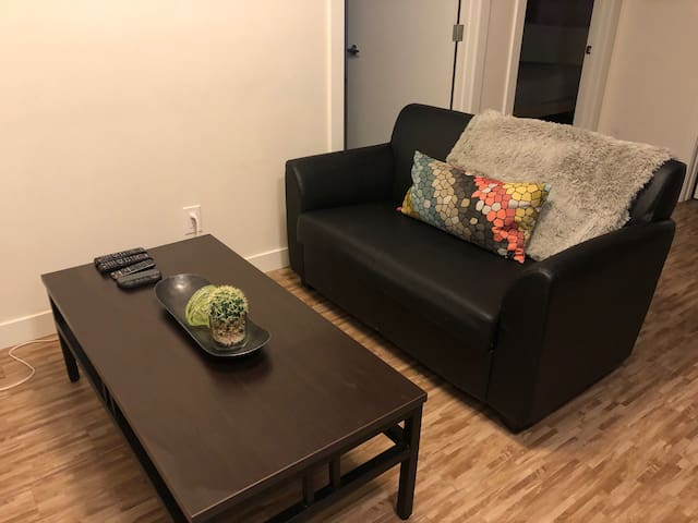 2 Bed Apartment; Prime Location 5 Min to Rogers !
