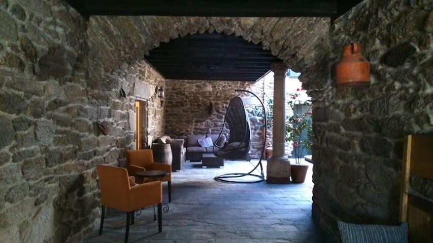 Casa palaciega en la Ribeira Sacra - A Teixeira - Ourense - House