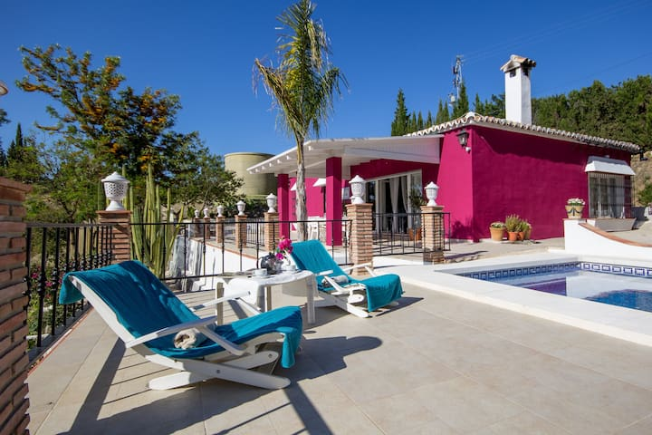 Country House Cartama near Malaga WIFI A/C up to 8 - Cártama - Hus