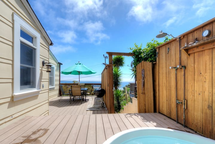 Sunny Beach Cottage with Amazing Views