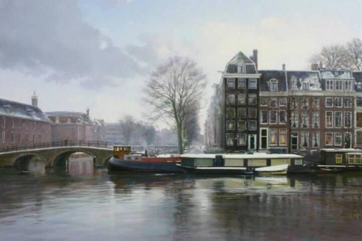 Room on luxurious houseboat Amstel